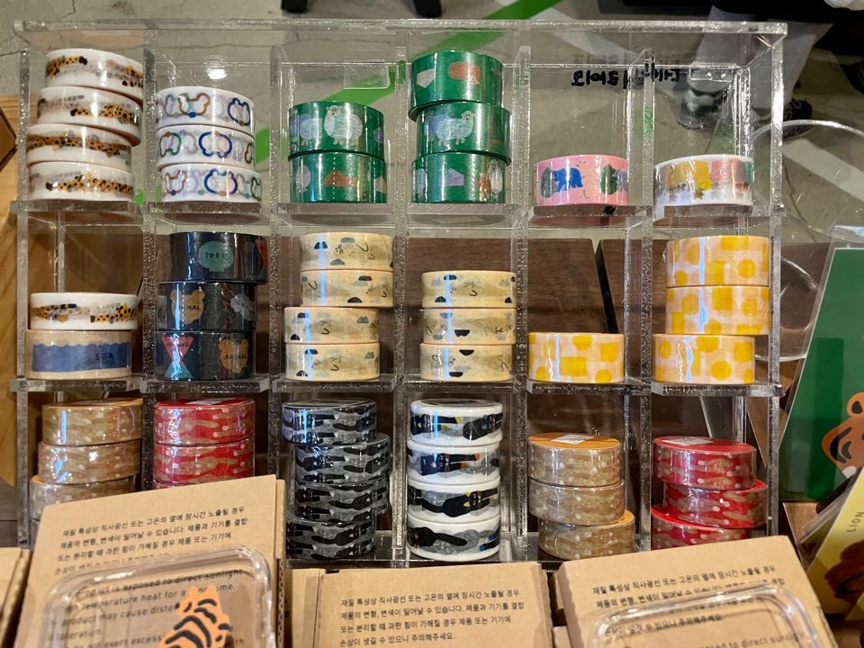 Decorative tape used for dakku is on display at Arc n Book's Euljiro branch in central Seoul. (Im Eun-byel/The Korea Herald)