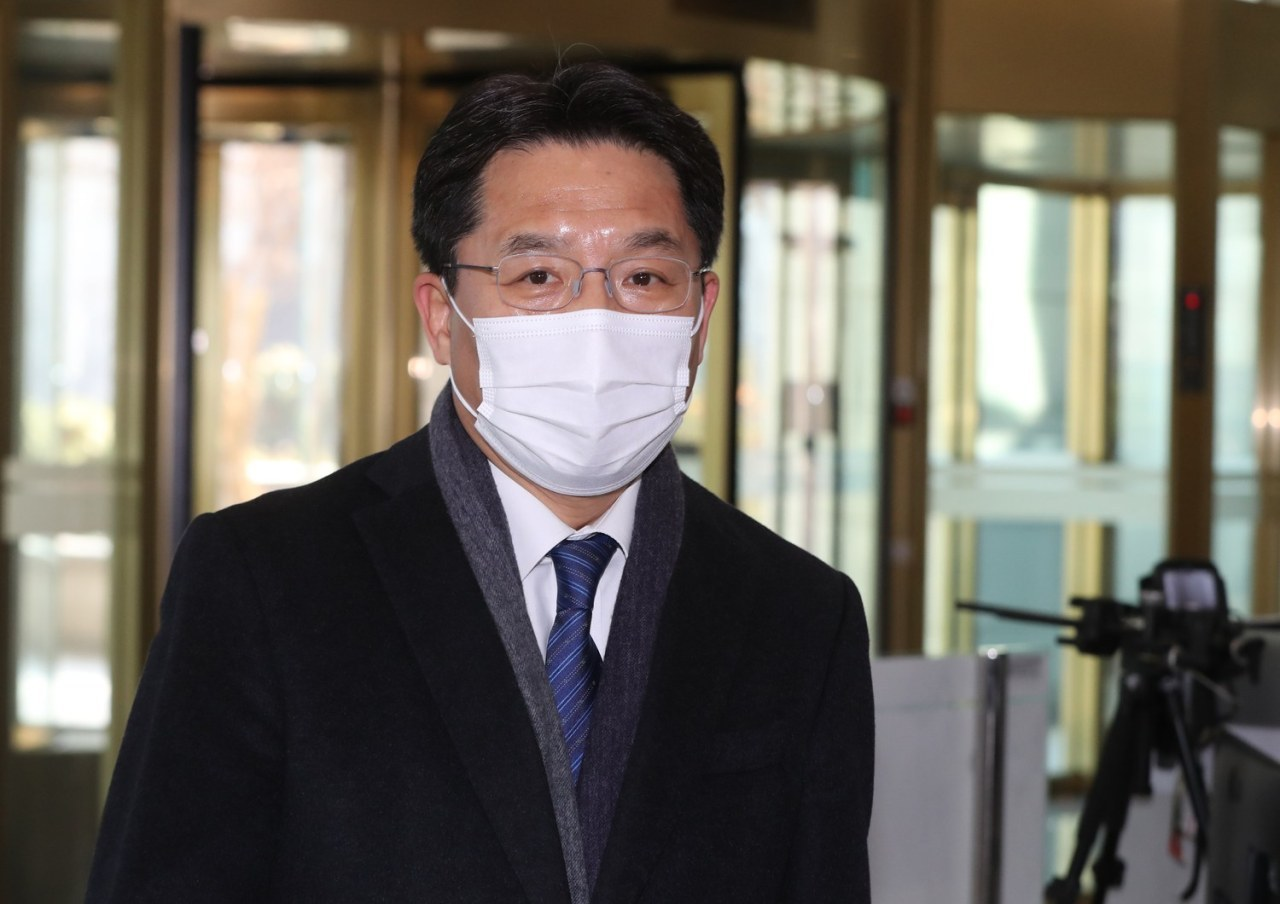 This photo, taken on Dec. 21, 2020, shows South Korea's chief nuclear envoy, Noh Kyu-duk, walking into the foreign ministry in Seoul. (Yonhap)