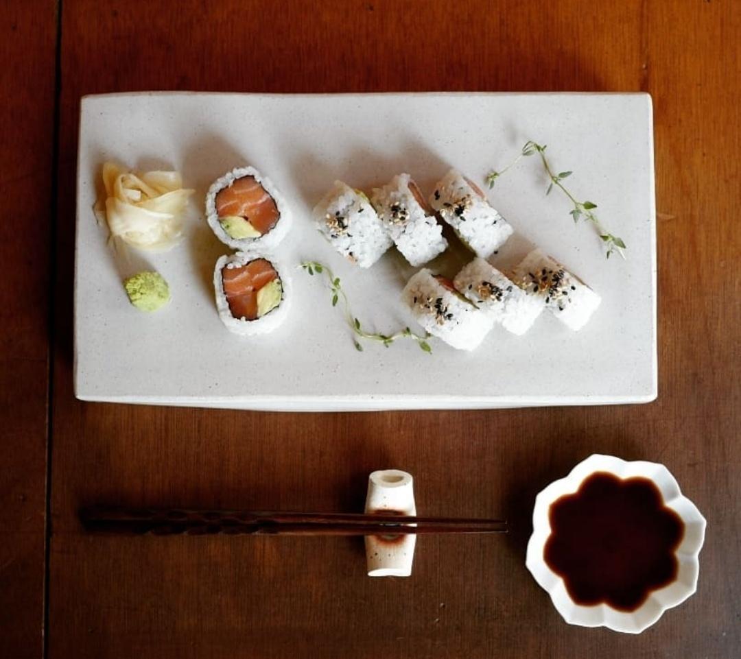 Hoho Sikdang's salmon and avocado rolls (Photo credit: hohosikdang)