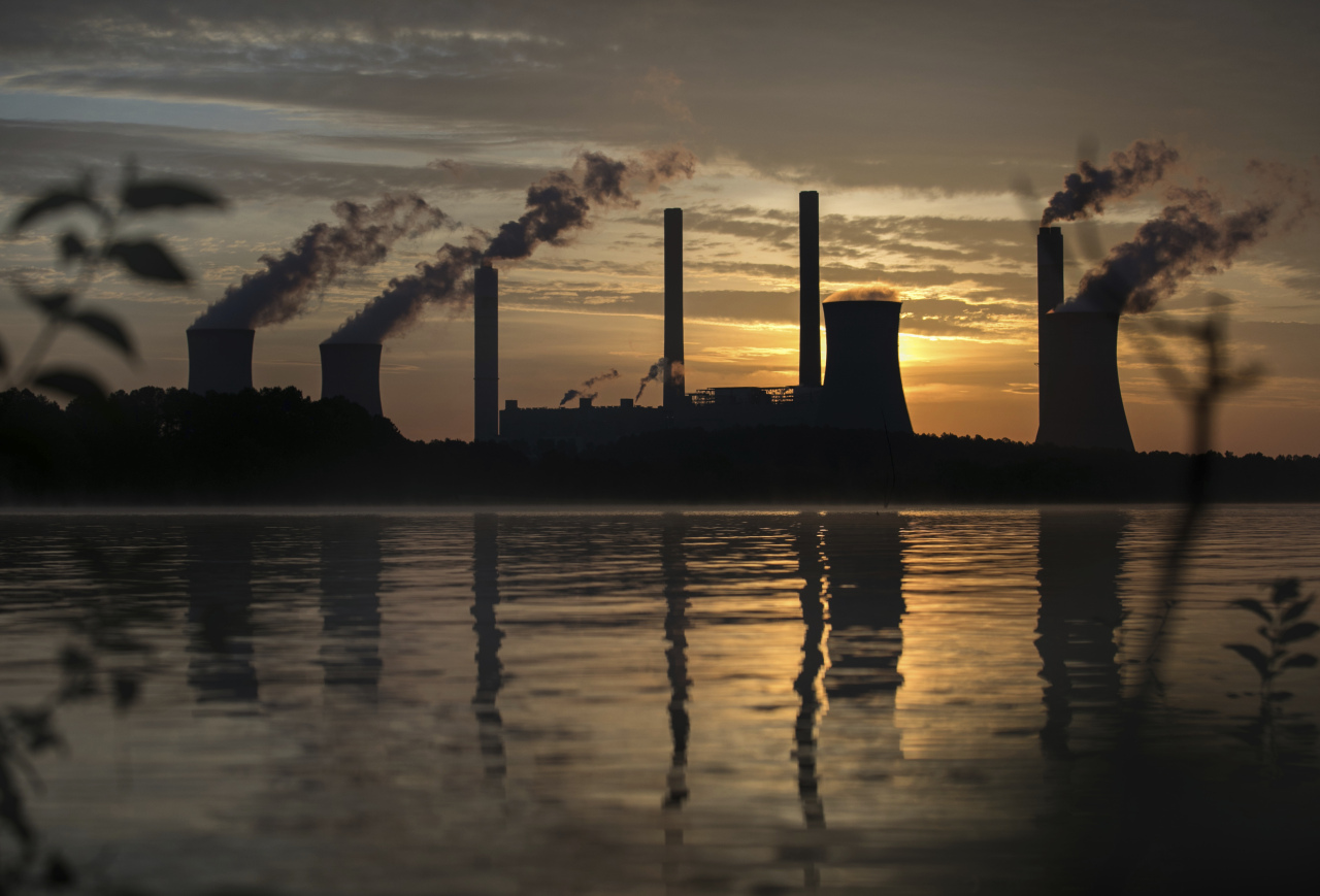 In this Saturday, June, 3, 2017 file photo, the coal-fired Plant Scherer, one of the nation's top carbon dioxide emitters, stands in the distance in Juliette, Ga.. World leaders breathed an audible sigh of relief that the United States under President Joe Biden is rejoining the global effort to curb climate change, a cause that his predecessor had shunned. British Prime Minister Boris Johnson and French President Emmanuel Macron were among those welcoming Biden's decision on Wednesday, Jan. 20, 2021 to rejoin the the Paris climate accord. (AP-Yonhap)