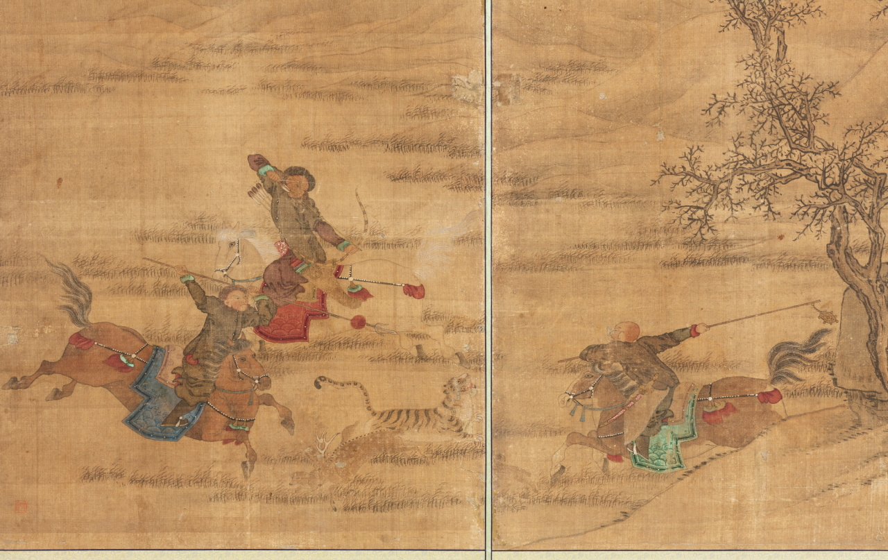 A Joseon-era folding screen's seventh and eighth panels show a hunter aiming at a tiger and deer with a bow while others hunt with spears and an iron weapon. (CHA)