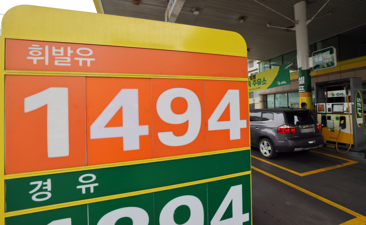 A sign displays gas prices at a filling station in Seoul on Sunday. (Yonhap)