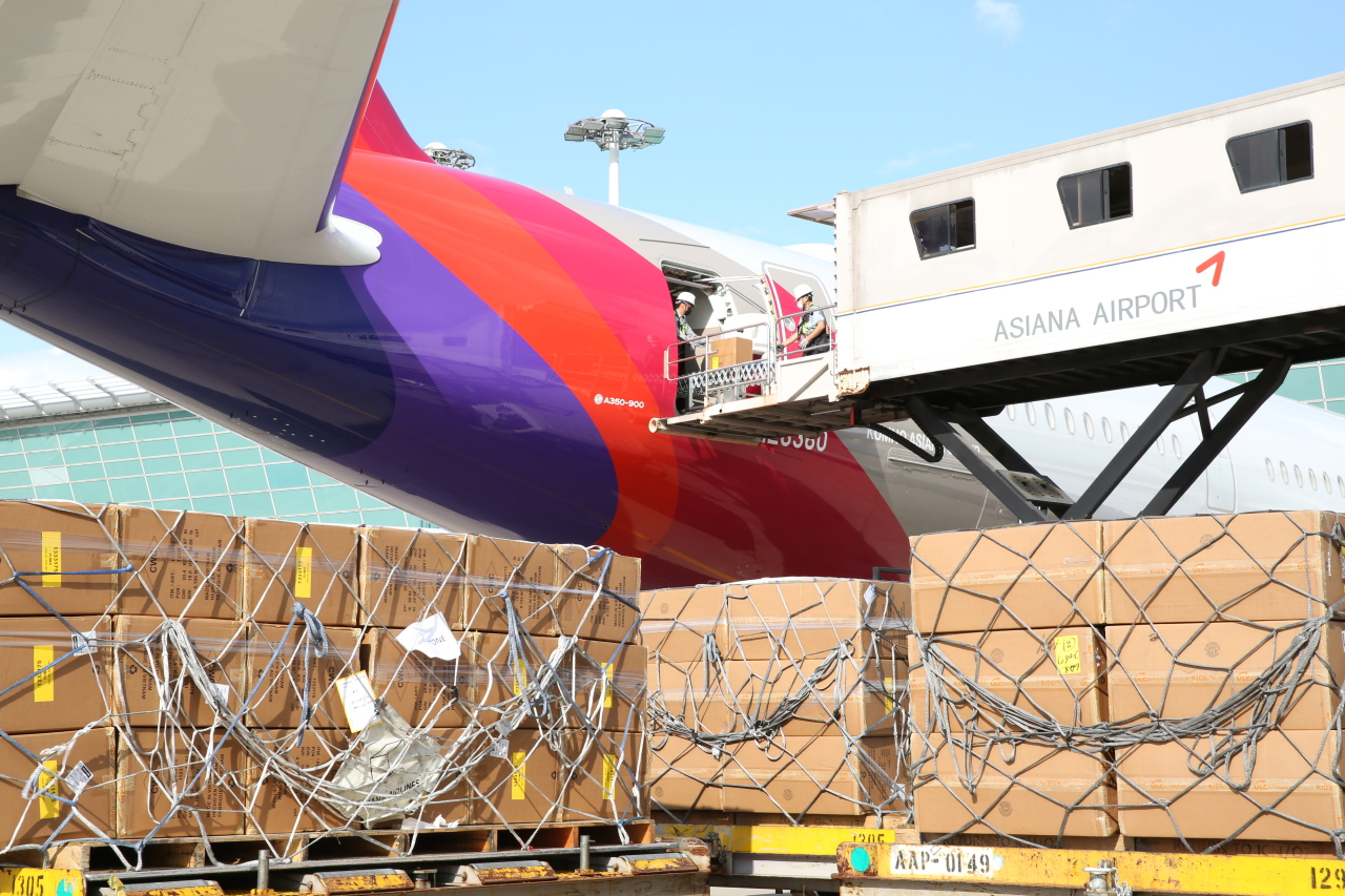 Cargo is being loaded onto an Asiana Airlines plane. (Asiana Airlines)