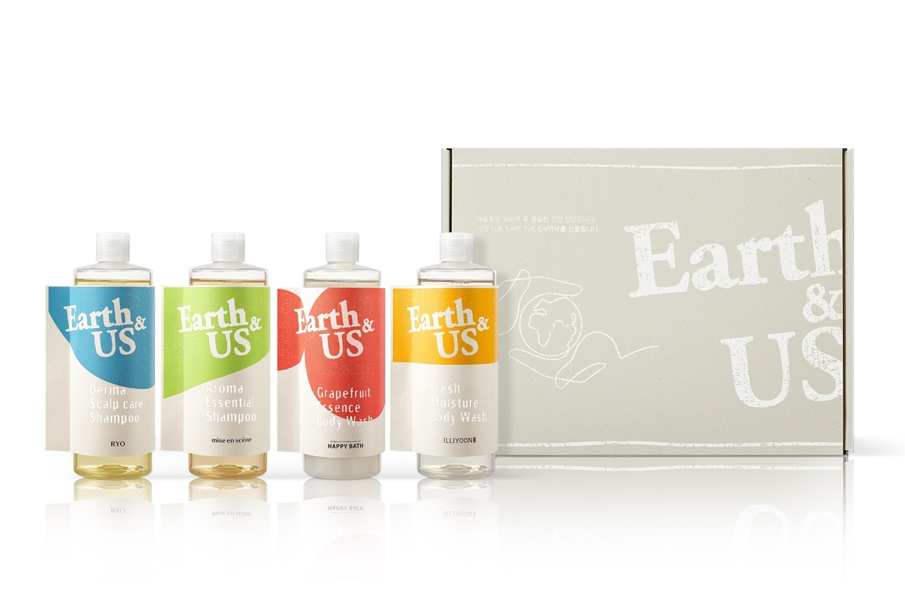 Earth & Us, AmorePacific's cosmetic gift set that uses colorless PET and adhesive-free paper sleeve labels. (AmorePacific)