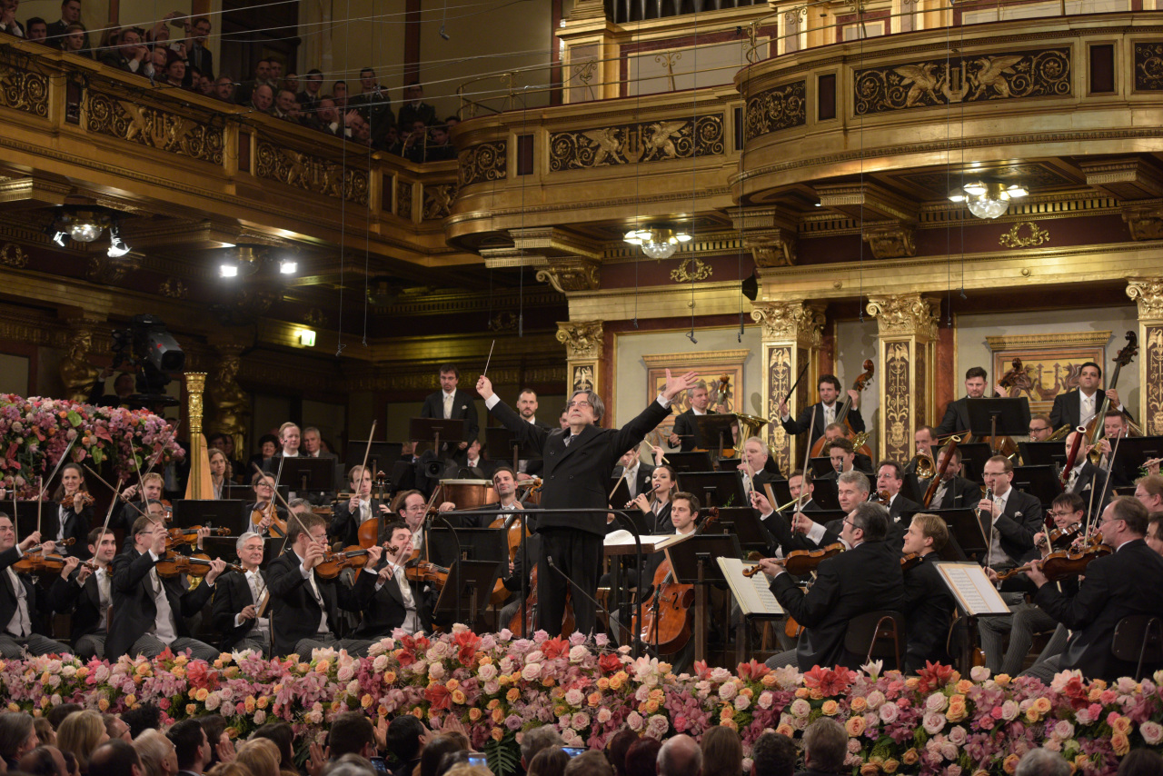 Conductor Riccardo Muti (front) and the Vienna Philharmonic Orchestra (Terry Linke/Sejong Center)
