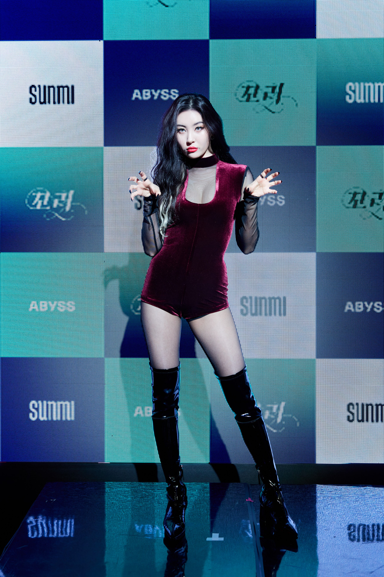 Sunmi poses for picture before press conference conducted in Seoul on Tuesday. (Abyss Company)
