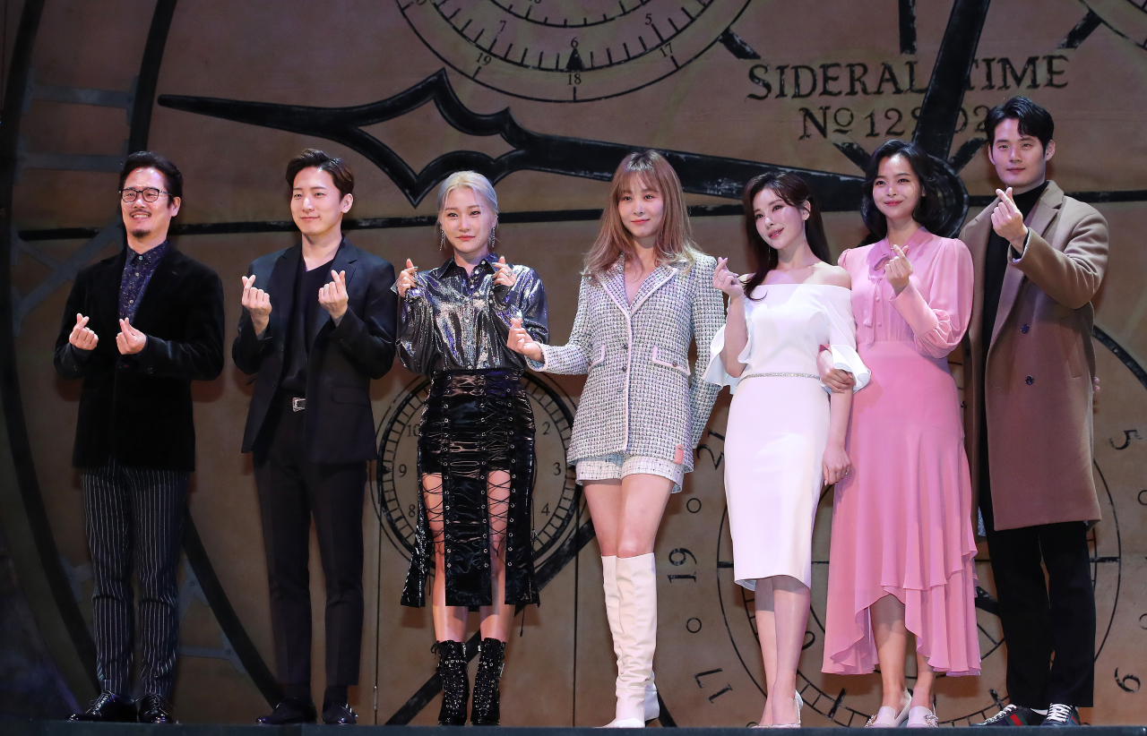 """Members of the cast of """"Wicked"""" pose for photos during a press event at Blue Square in Itaewon, central Seoul, Tuesday. (Yonhap)"""