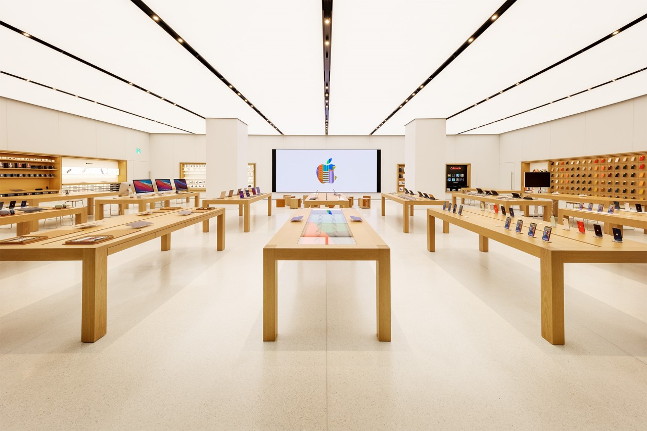 Interior of Apple Yeouido, the second Apple Store in Korea (Apple)