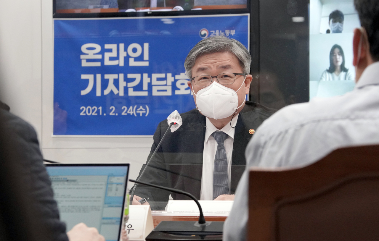 Labor Minister Lee Jae-kap speaks during a press briefing held in Sejong. (Ministry of Employment and Labor)