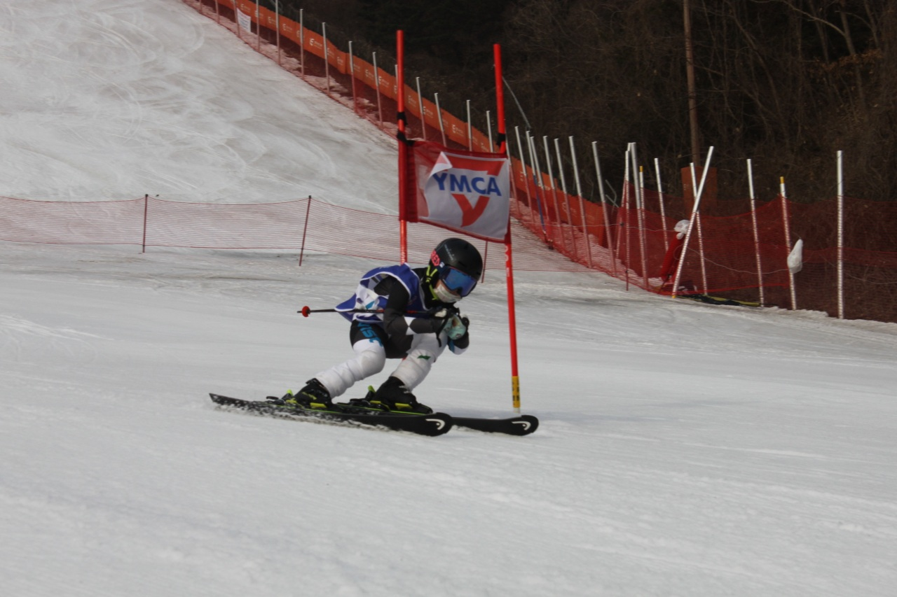 Juhan (Aaron) Lim, a 4th grader at Seoul Foreign School, competes in the U10 Male category of the 2nd YMCA International School Ski Racing Competition, held at Elysian Ski Resort on Monday.