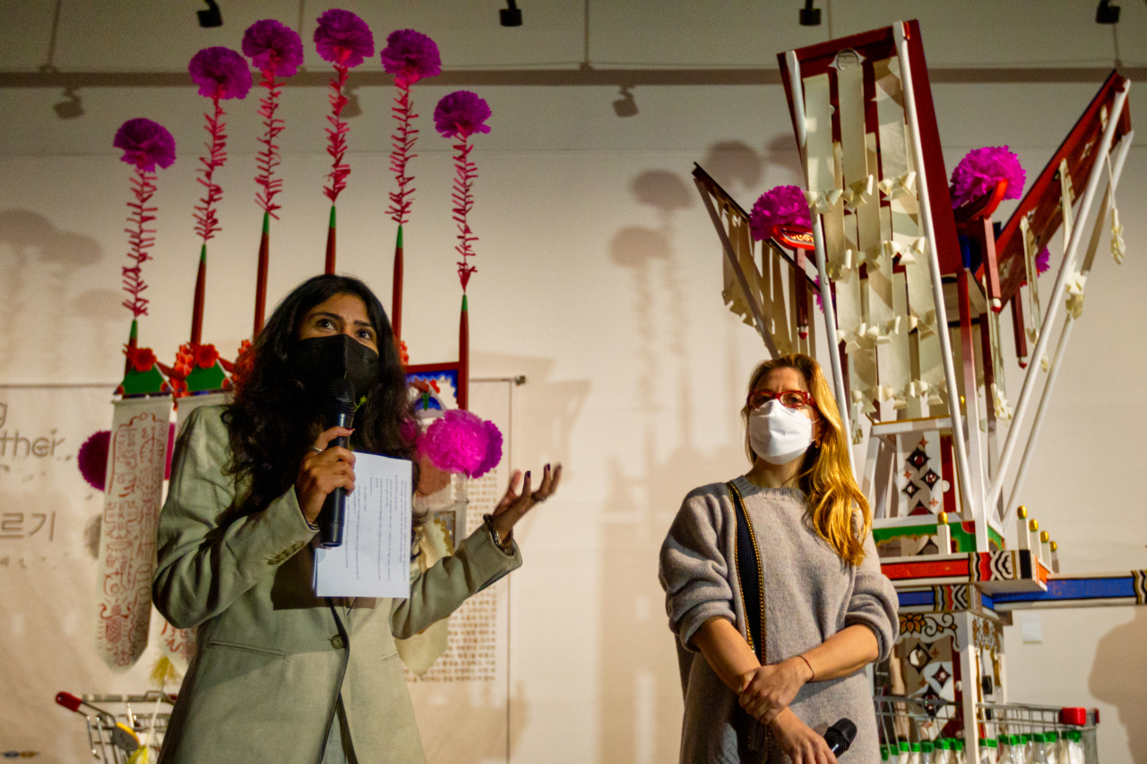 Gwangju Biennale artistic directors Natasha Ginwala (left) and Defne Ayas explain the theme of the biennale. (Gwangju Biennale Foundation)