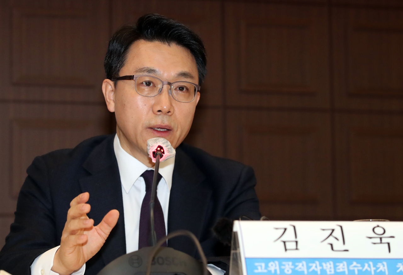 Kim Jin-wook, the inaugural chief of the Corruption Investigation Office for High-ranking Officials, speaks during a forum hosted by the Kwanhun Club, an association of senior journalists, in Seoul on Thursday. (Yonhap)