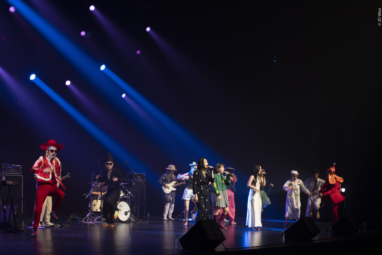 Leenalchi and the Ambiguous Dance Company perform at the LG Arts Center in June 2020. (LG Arts Center)