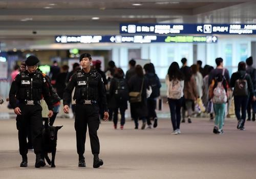 This file photo shows two airport security guards walking a corridor inside Incheon International Airport, west of Seoul. (Yonhap)