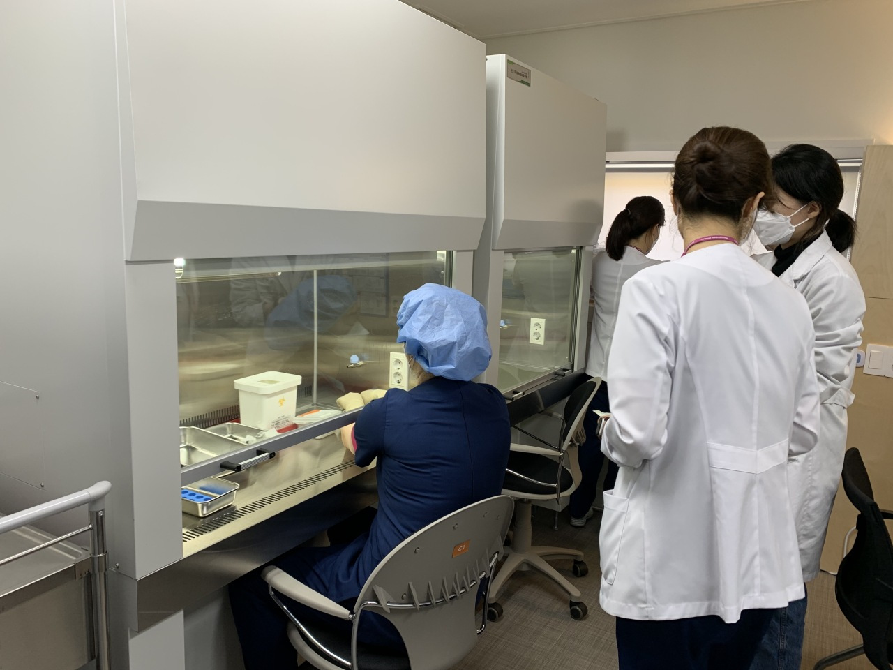 Scientists at the National Medical Center prepare doses of the Pfizer vaccine for administration to hospital personnel. (Kim Arin/The Korea Herald)