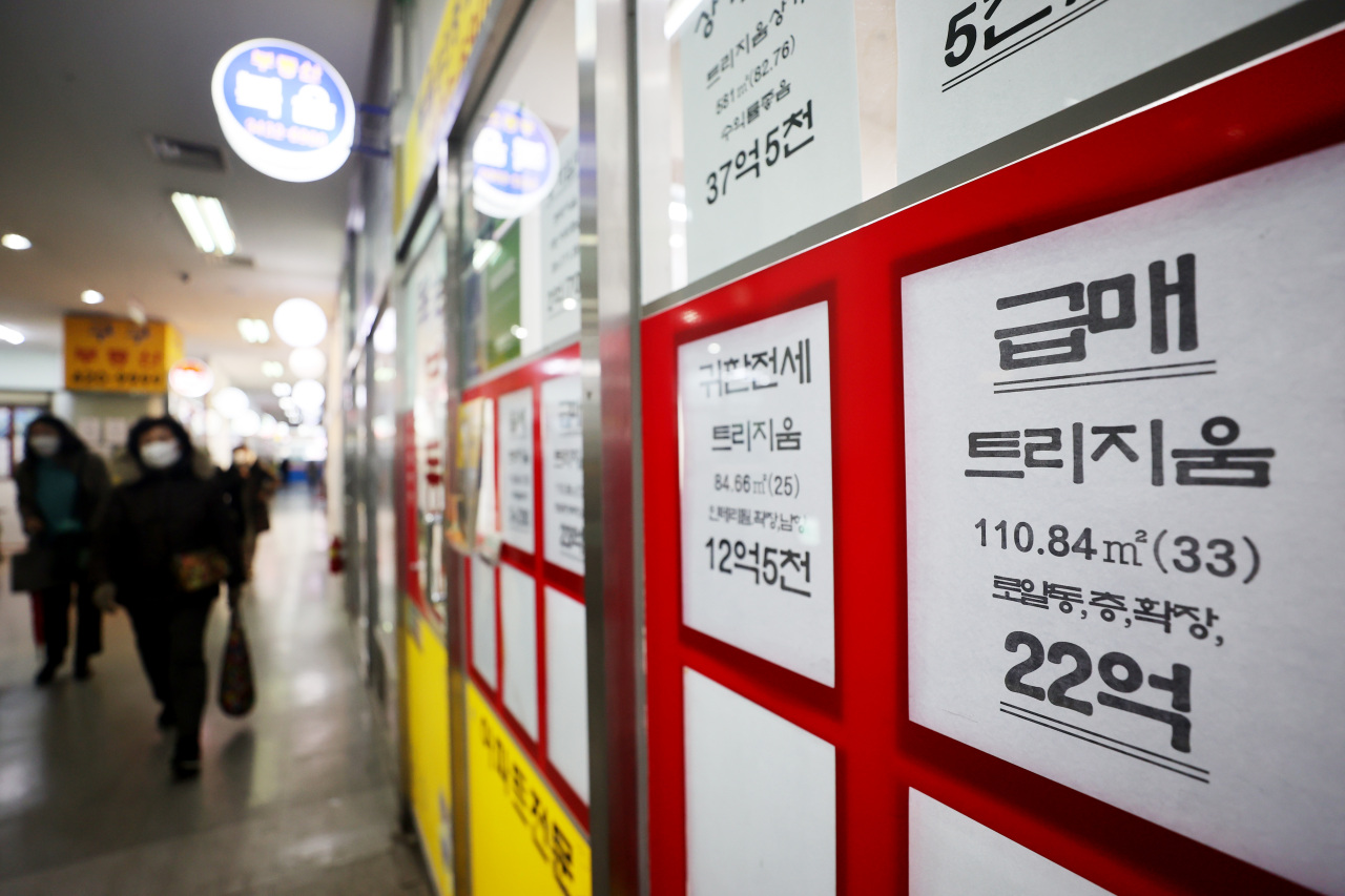 This file photo, taken Feb. 16, 2021, shows notices for housing transactions put up at a realtor office in Seoul. (Yonhap)