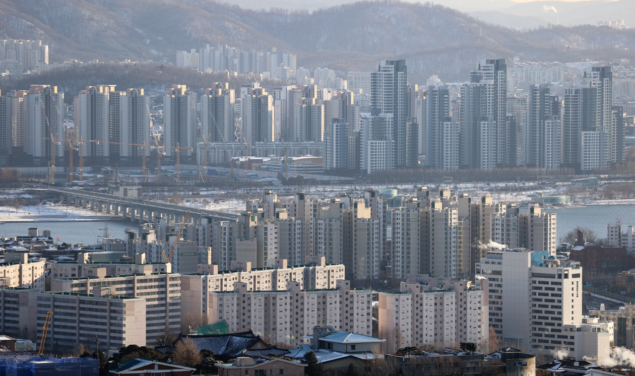 An aerial view of apartments in Seoul. (Yonhap)