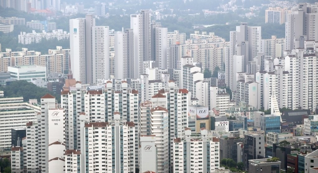 This file photo shows apartment complexes in the Gangnam area in southern Seoul. (Yonhap)