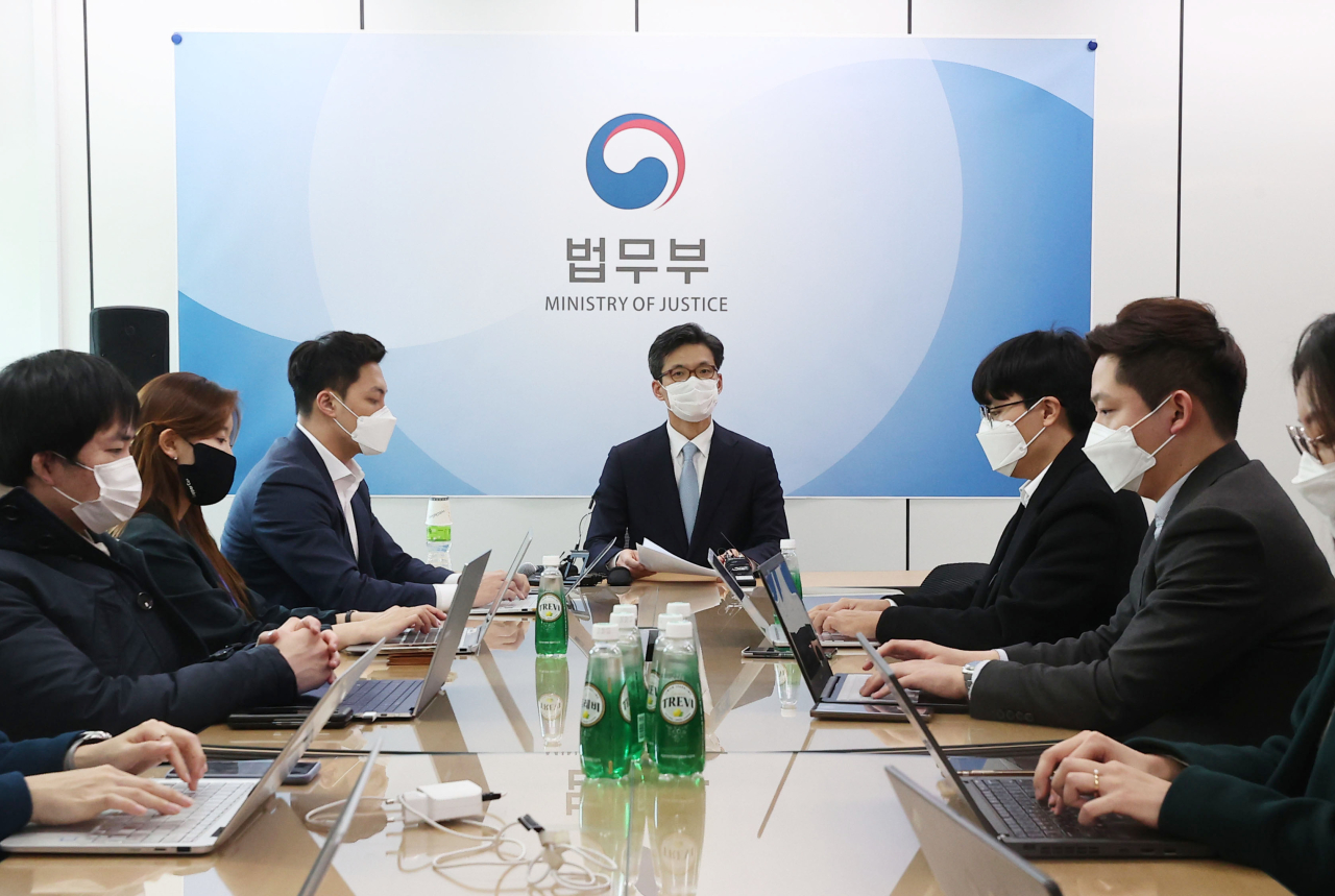 Park Cheol-woo, spokesperson for the Ministry of Justice, (center) speaks during a press briefing Friday. The ministry filed complaints then to take back 85,094 square meters of land from descendants of four Japanese collaborators. (Yonhap)