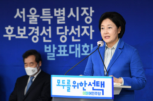 Park Young-sun delivers an acceptance speech after being declared the Democratic Party's single candidate on Monday for the April 7 Seoul mayoral election. (Yonhap)