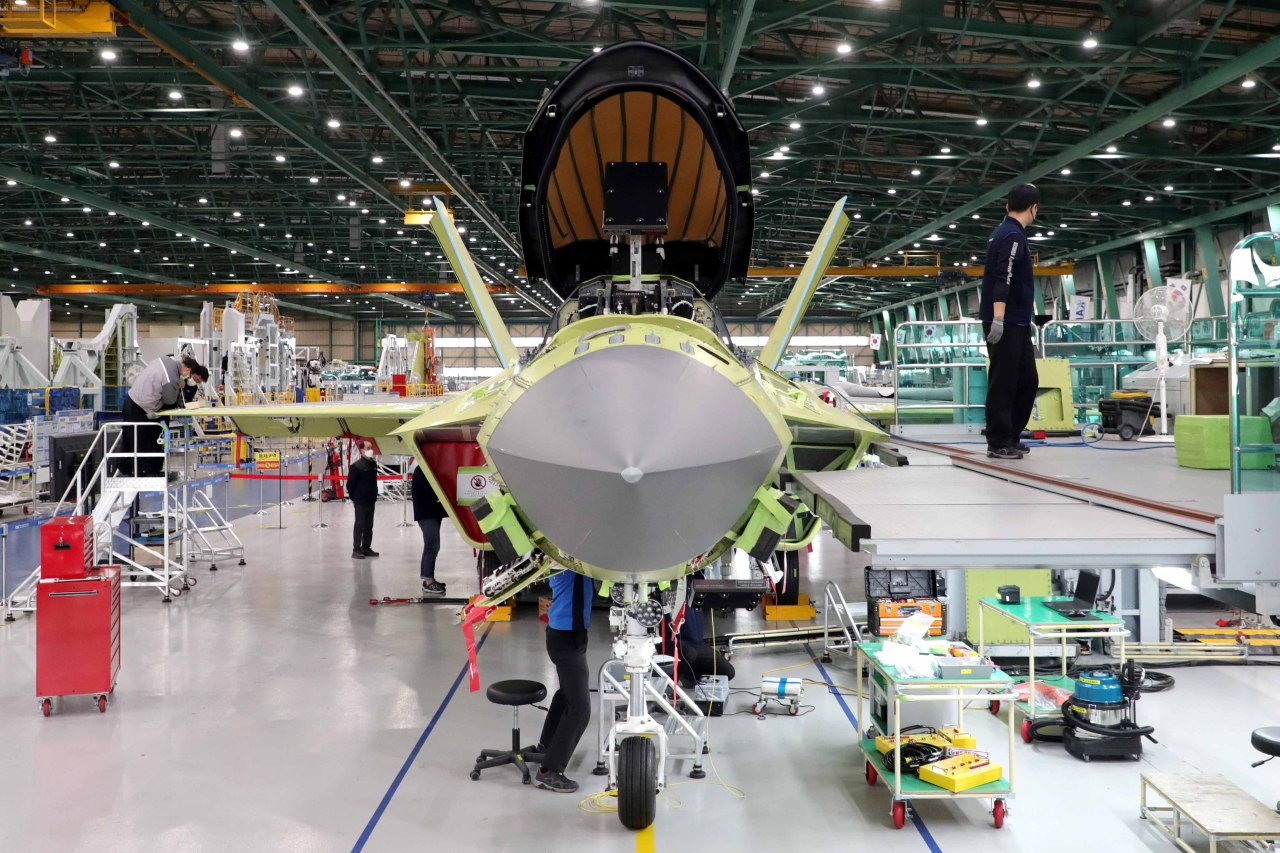 Workers of Korea Aerospace Industries (KAI) assemble a prototype of South Korea's first indigenous fighter jet KF-X at its plant in the southeastern city of Sacheon last Wednesday, in this photo provided by the Kookbang Ilbo newspaper. (Kookbang Ilbo newspaper)