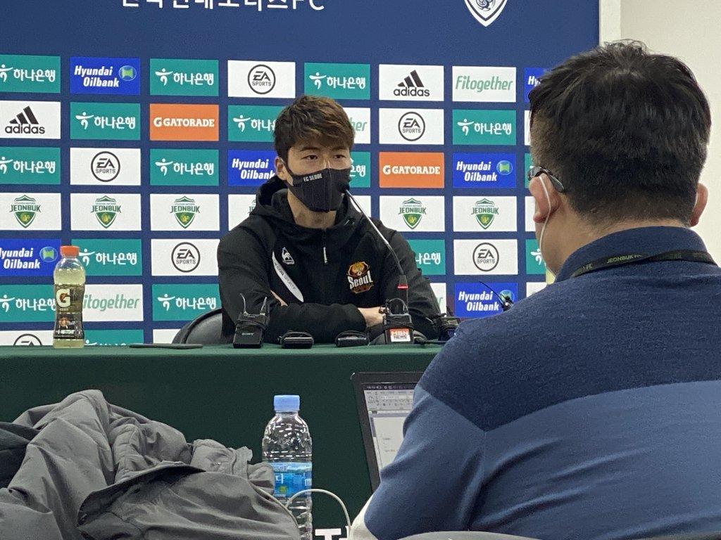 FC Seoul midfielder Ki Sung-yueng speaks at a press conference at Jeonju World Cup Stadium in Jeonju, 240 kilometers south of Seoul, after a K League 1 match against Jeonbuk Hyundai Motors last Saturday. (Yonhap)