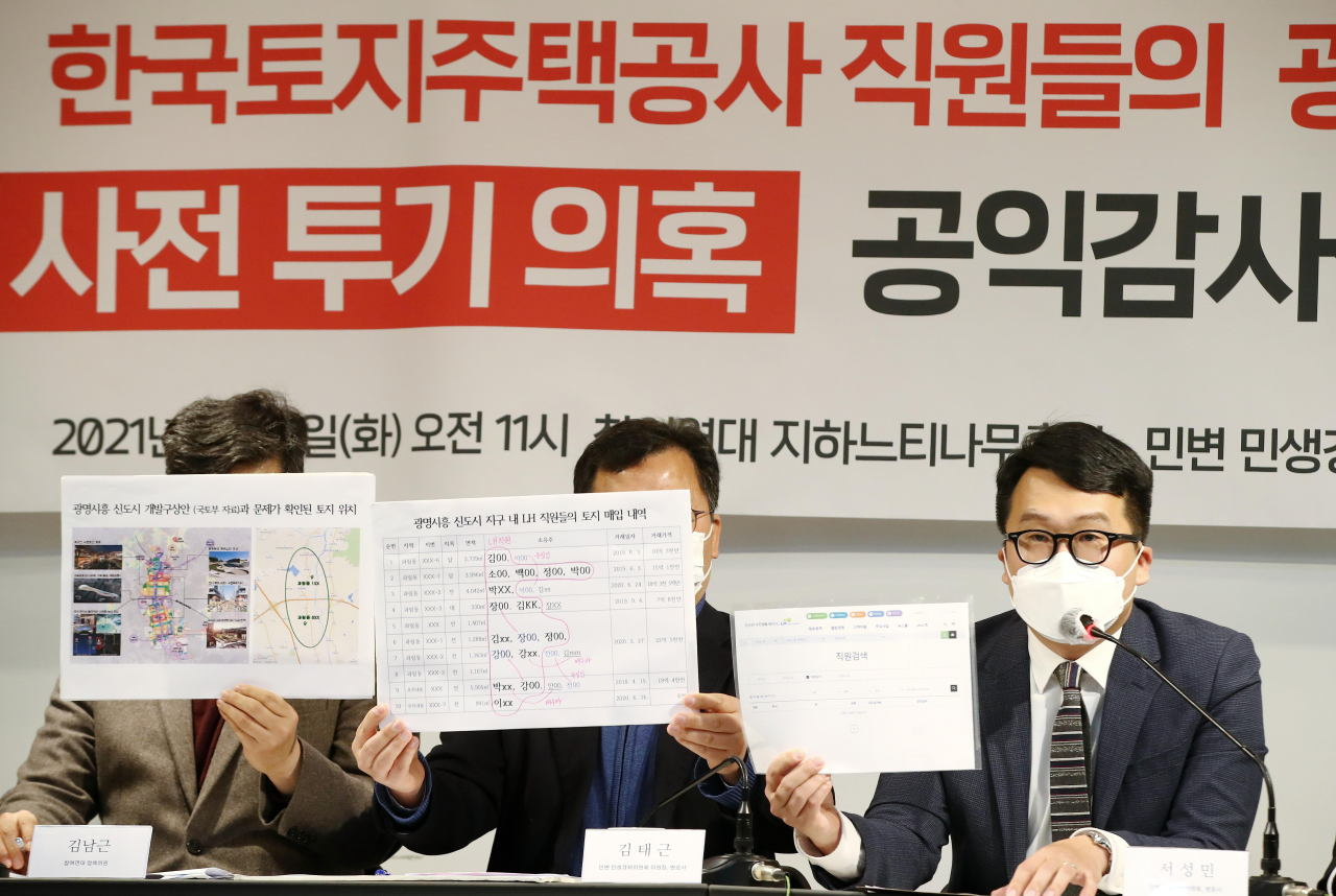 An official at People's Solidarity for Participatory Democracy speaks during a press conference at the group's office in Seoul on Tuesday. (Yonhap)