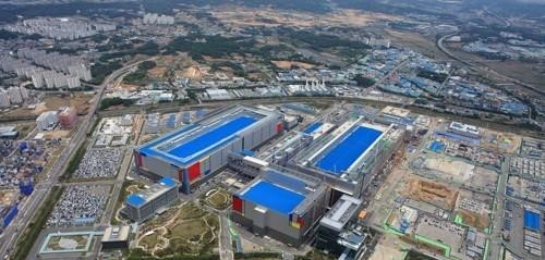This file photo, provided by Samsung Electronics on May 21, 2020, shows the company`s chip plant in Pyeongtaek, south of Seoul. (Samsung Electronics)