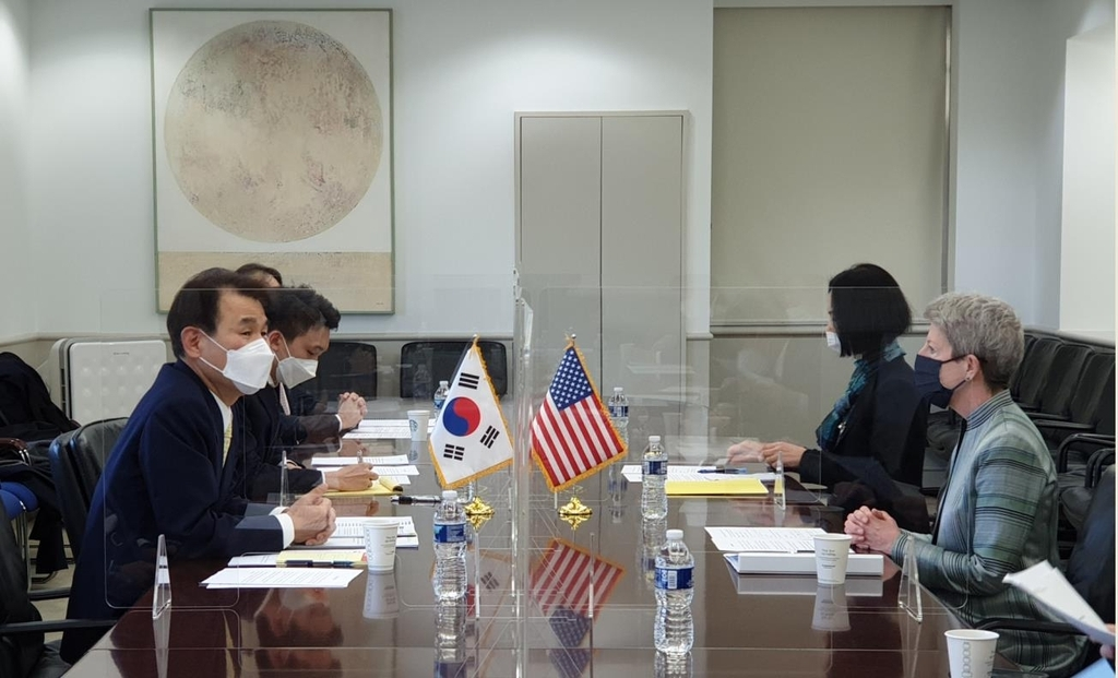 The photo provided by the South Korean Embassy in Washington shows Jeong Eun-bo, South Korea's chief negotiators in joint defense-cost sharing talks with the United States, is seen holding talks with his US counterpart Danna Welton in Washington. Jeong arrived here on last Thursday. (South Korean Embassy)