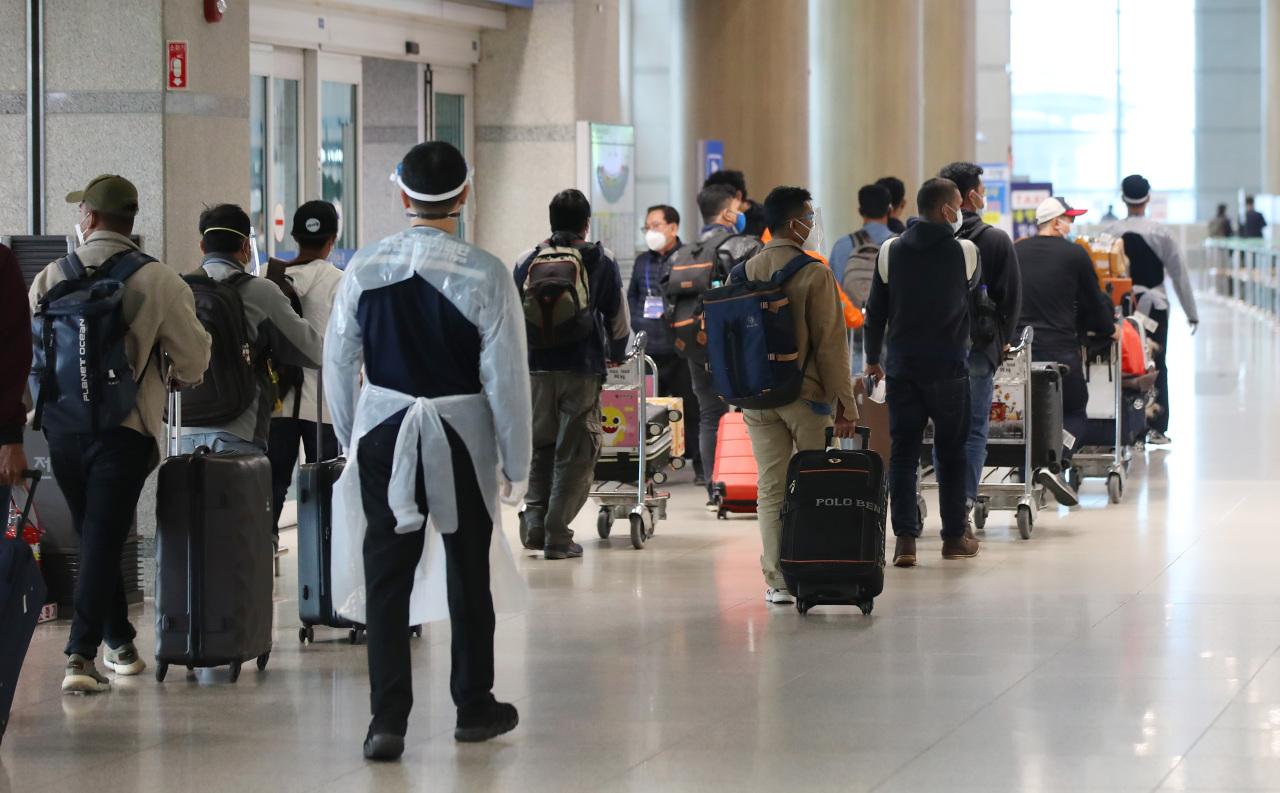 Passengers walk around at Incheon Airport. (Yonhap)