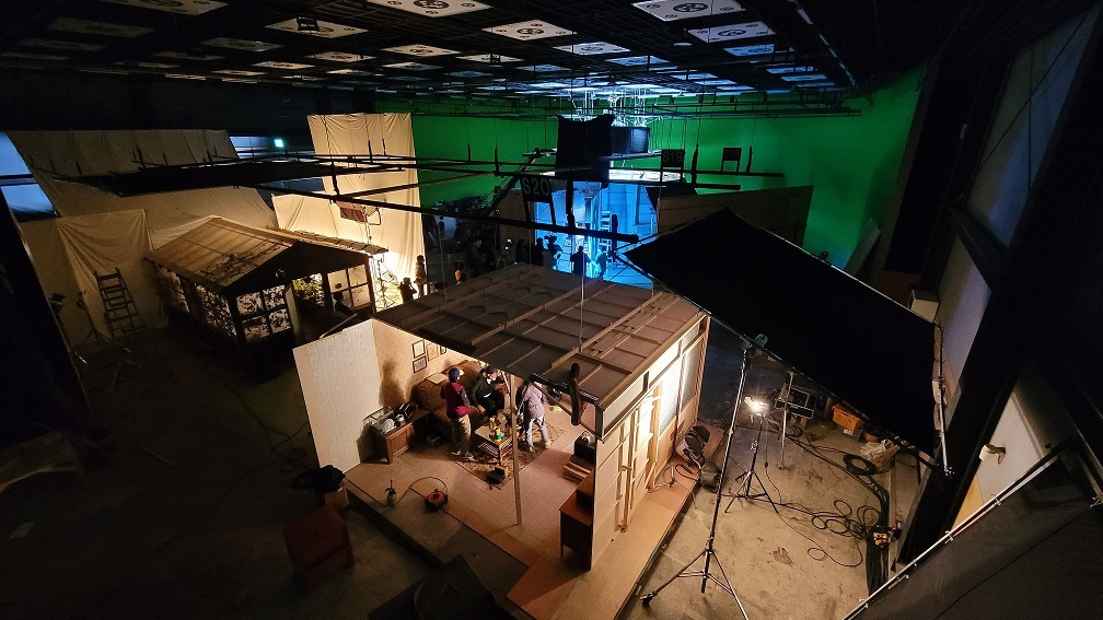 """The production scene of """"News From Nowhere : Freedom Village"""" at Busan Film Studio by Moon Kyung-won and Jeon Joon-ho (MMCA)"""