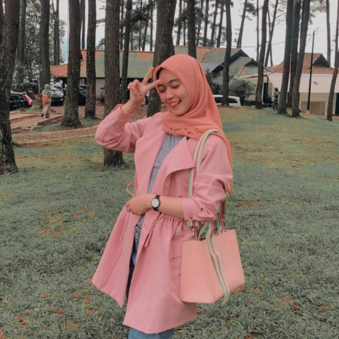 Febrika Damayasti from Indonesia wears Korean vegan fashion brand Marhen J. (Febrika Damayasti's Instagram)