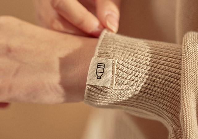 """Bottle Sweater"" sold under online e-commerce platform Kakao Makers' private brand Maker's Prime (Kakao Commerce)"