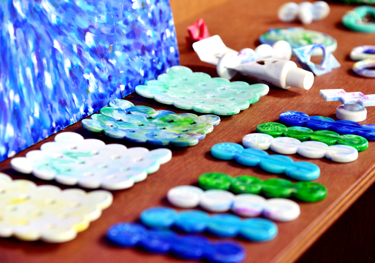 Tube squeezers and soap holders made of plastic waste are displayed at Plastic Mill. (Park Hyun-koo/The Korea Herald)