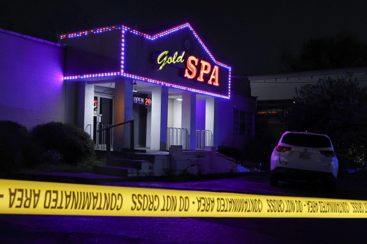 Crime scene tape surrounds Gold Spa after deadly shootings at a massage parlor and two day spas in the Atlanta area, in Atlanta, Georgia, US Tuesday. (Reuters-Yonhap)