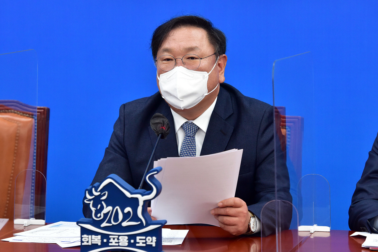 Acting Democratic Party Chairman Rep. Kim Tae-nyeon speaks during a party meeting on Wednesday. (Yonhap)