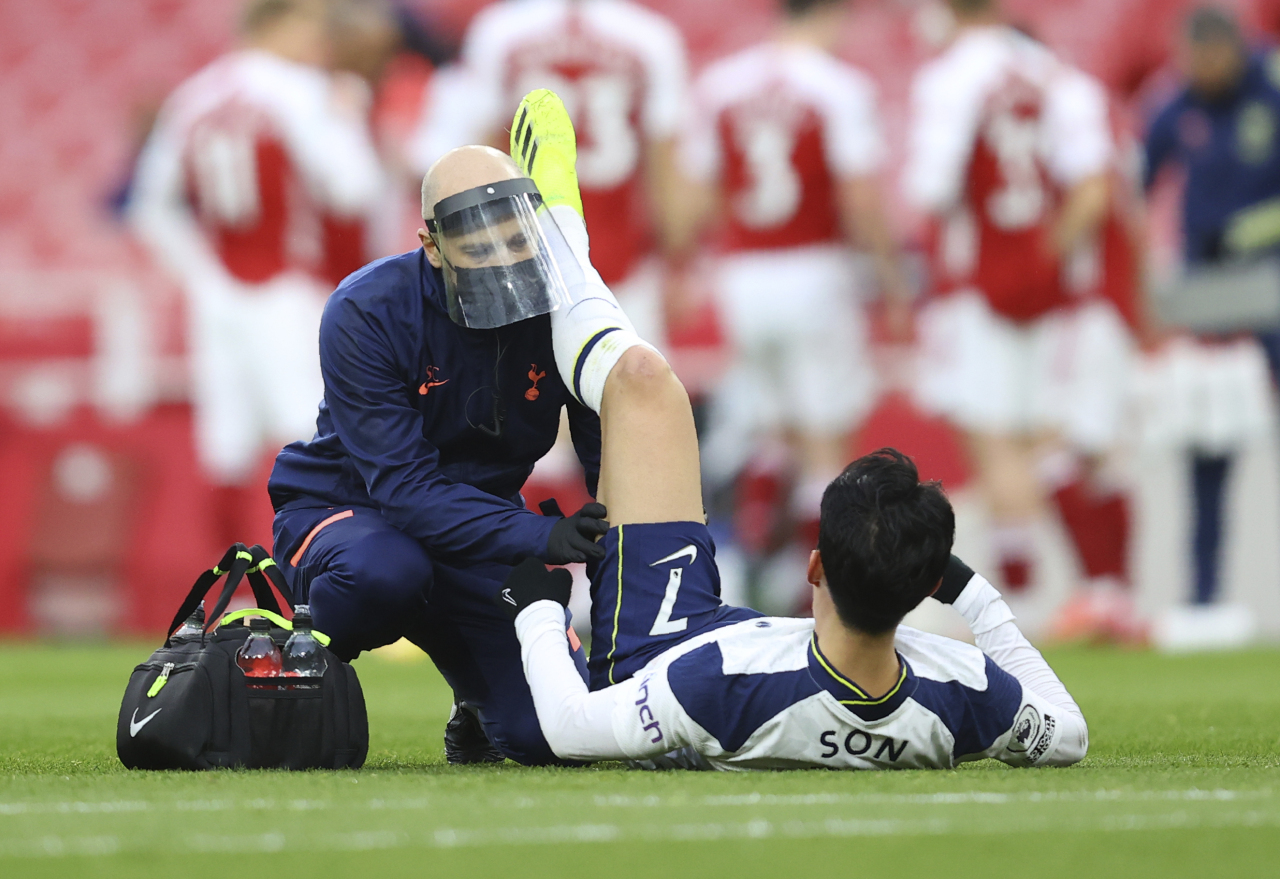 Tottenham`s Son Heung-min receives medical attention during the English Premier League soccer match between Arsenal and Tottenham Hotspur at the Emirates stadium in London, England on March 14. (AP-Yonhap)
