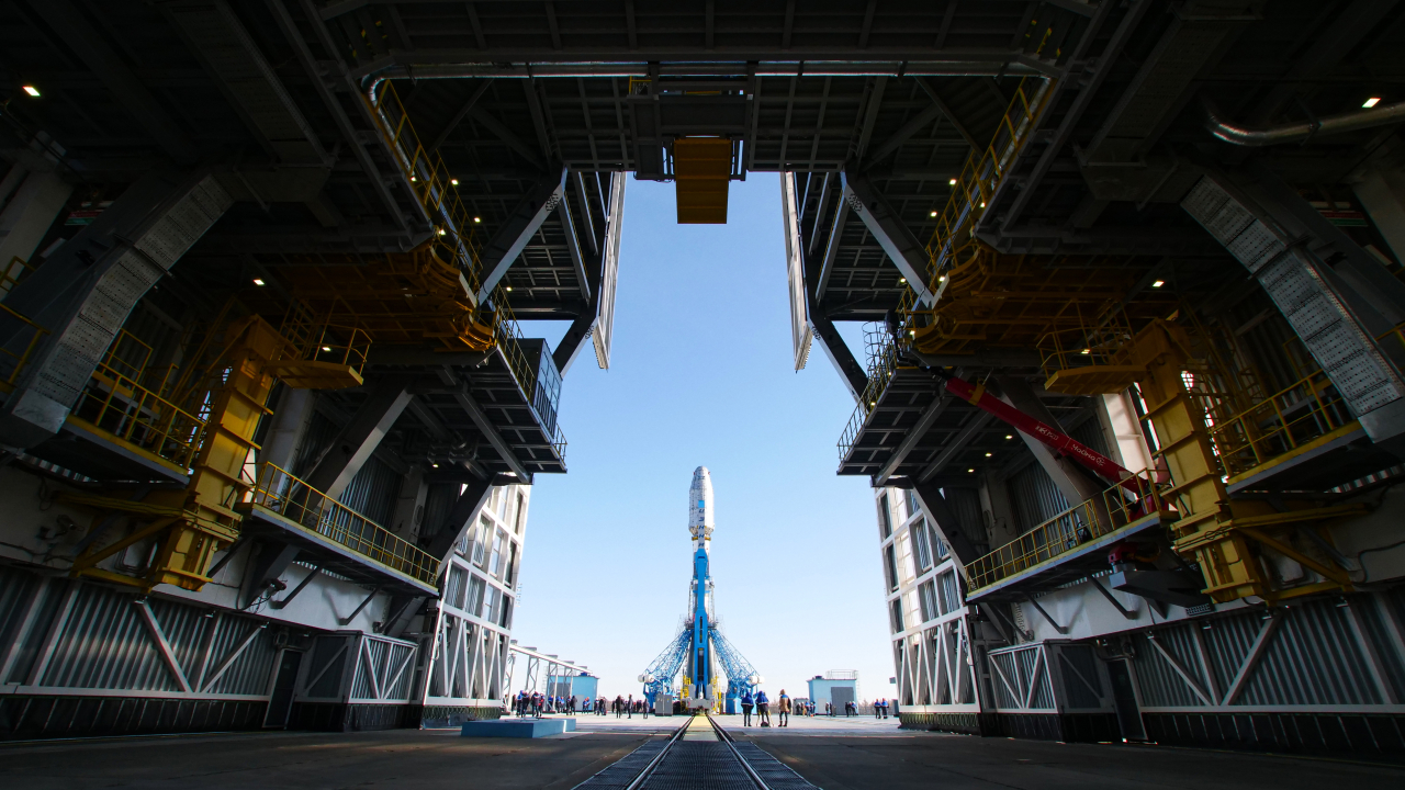 A South Korean mid-sized observation satellite prepares for takeoff at the Russian-run Vostochny Cosmodrome launch pad in Kazakhstan on Monday. (Roscosmos-Yonhap)