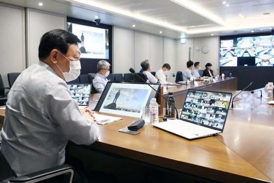 Lotte Group chairman Shin Dong-bin attends a Value Creation Meeting (VCM) held at Lotte World Tower in Seoul on July 14, 2020. (Lotte Group)