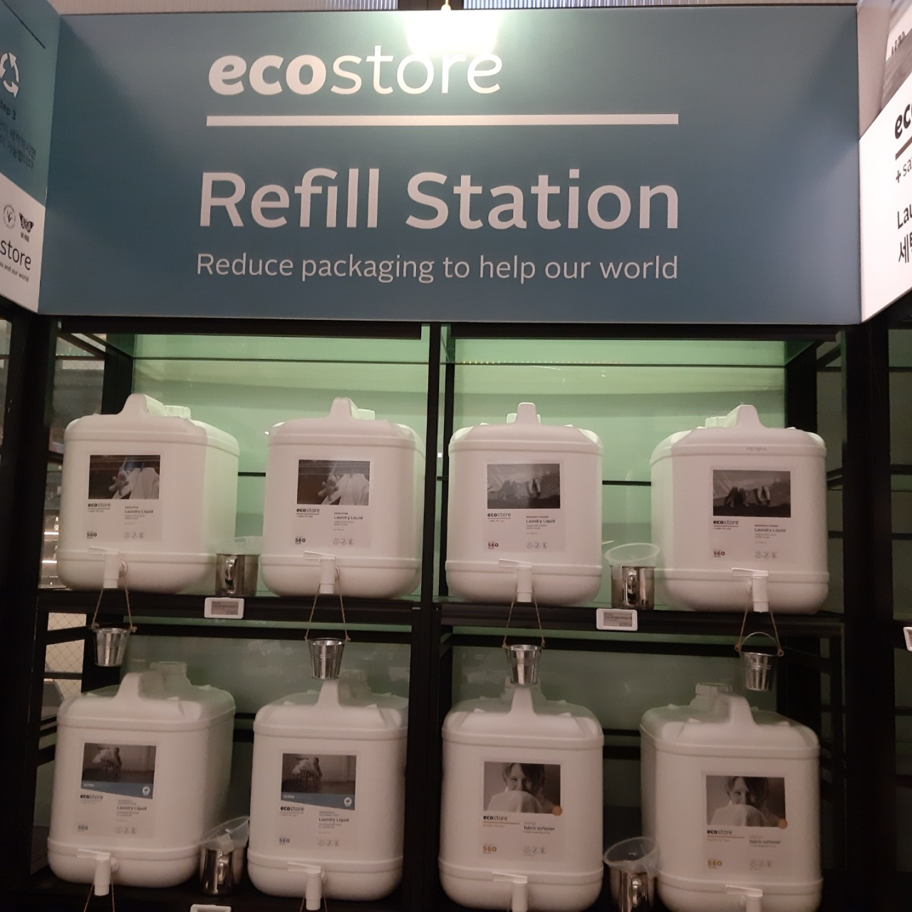 Shinsegae Department Store operates a refill station in partnership with New Zealand-based eco-friendly detergent brand Ecostore to sell refillable laundry detergent and fabric softener. (Shin Ji-hye/The Korea Herald)