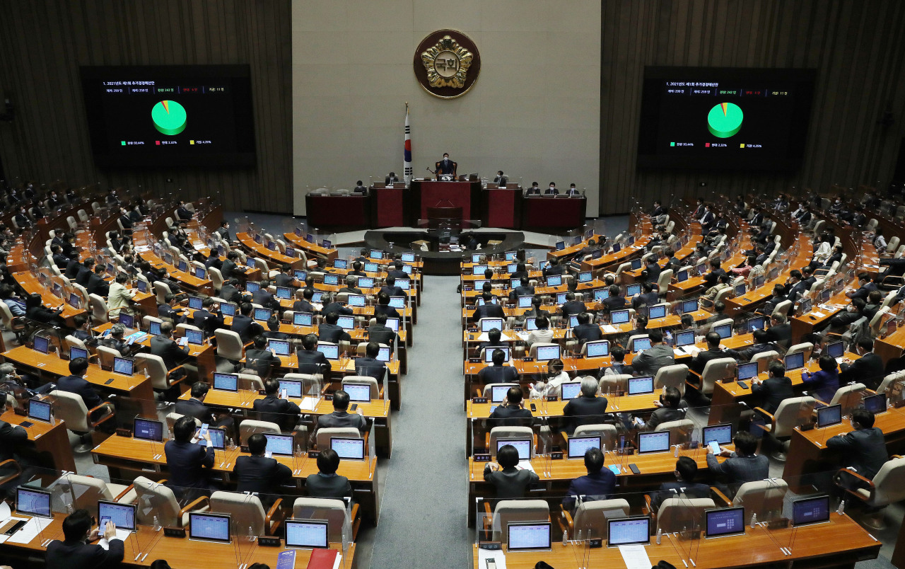 This Wednesday, photo shows lawmakers voting on the passage of a bill to strengthen punishment for stalking perpetrators during a plenary meeting held at the National Assembly Complex in southern Seoul. (Yonhap)