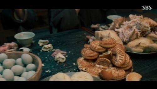 """Screenshot of a scene from TV series """"Joseon Exorcist"""" that featured Chinese food (SBS)"""