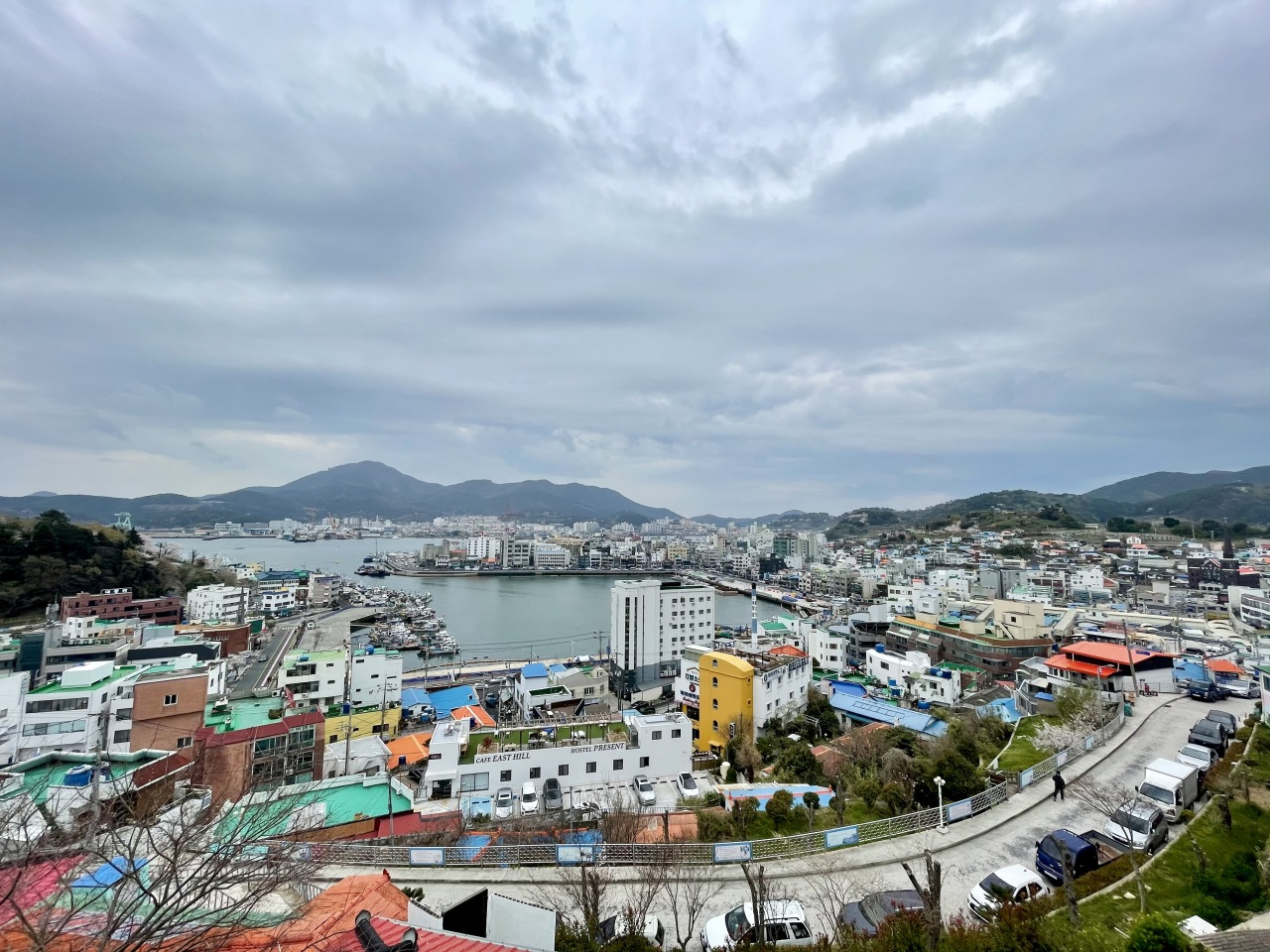 The view from Dongpirang, a village in Tongyeong, South Gyeongsang Province (Photo by Im Eun-byel/The Korea Herald)