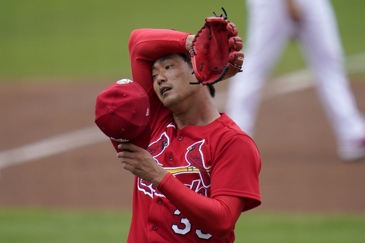 In this Associated Press file photo from March 3, 2021, Kim Kwang-hyun of the St. Louis Cardinals pitches during the top of the first inning of a major league spring training game against the New York Mets at Roger Dean Chevrolet Stadium in Jupiter, Florida. (AP-Yonhap)