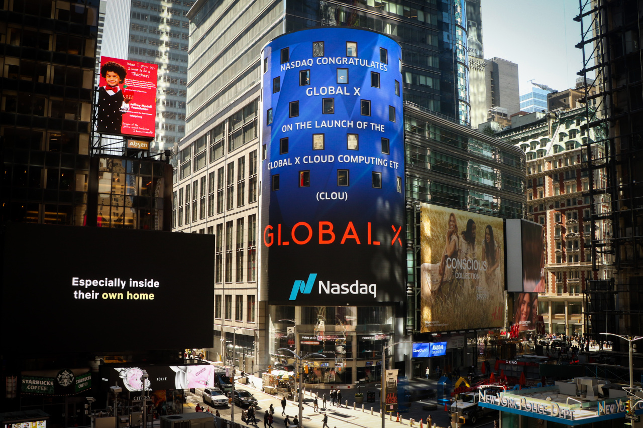 A Nasdaq billboard at Times Square in New York City displays a congratulatory message in the wake of the launch of cloud computing exchange-traded funds by Global X, the US arm of Mirae Asset Global Investments. (Mirae Asset Group)