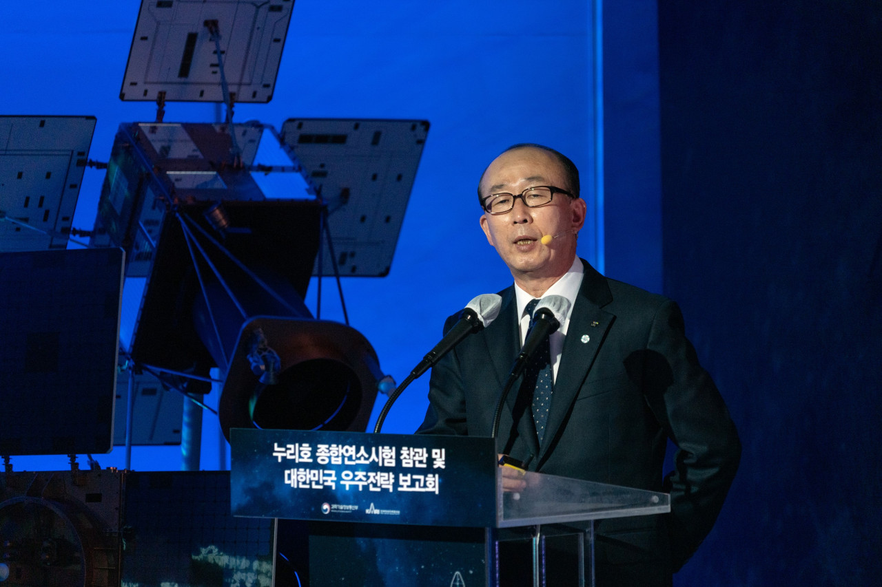 LIG Nex1 CEO Kim Ji-chan speaks during a meeting on space development policies held in Goheung, South Chungcheong Province, Thursday. (LIG Nex1)