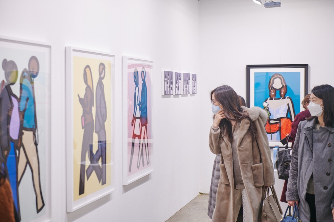 Visitors to the annual art festival Galleries Art Fair 2020 look at works by visual artist Julian Opie. (Galleries Association of Korea)