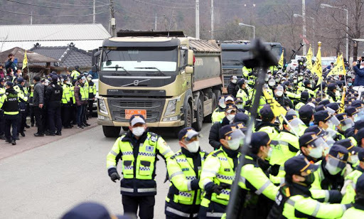 Vehicles transport equipment to the site of the Terminal High Altitude Area Defense (THAAD) base in the town of Seongju, about 220 km south of Seoul, on Feb. 25, 2021, as riot police strengthen security against a group of residents and activists opposing the installation of the missile defense system. (Yonhap)