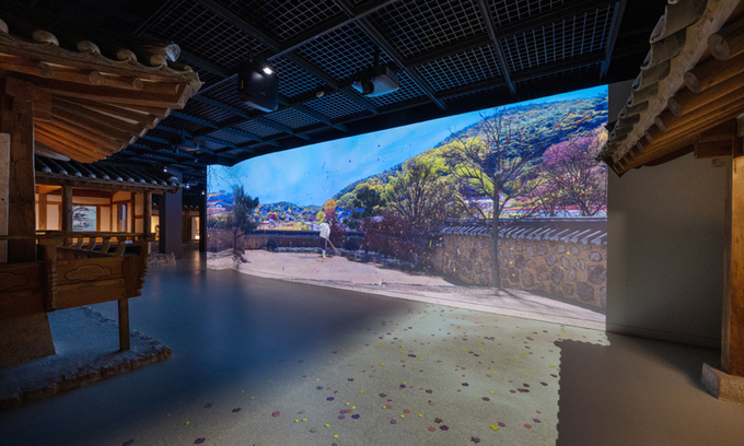 """A """"hanok,"""" or Korean traditional house, is on display at the National Folk Museum of Korea in Permanent Exhibition Hall 2. The house was moved from Yangdong Village in Gyeongju, North Gyeongsang Province, and visitors can watch videos that show the four seasons of Yangdong Village during the Joseon era. (National Folk Museum of Korea)"""
