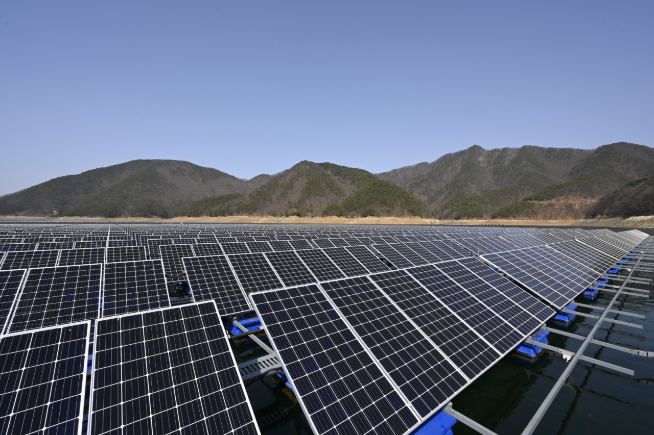 Dozens of solar panels are installed over a reservoir in Jecheon, North Chungcheong Province. (Ko Jun-tae/The Korea Herald)